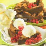 Ricetta della Torta al cioccolato gianduia con gelato e ribes