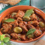 Spezzatino di manzo al sugo di olive e capperi