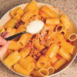 Pasta con ragù di salsiccia: la ricetta illustrata
