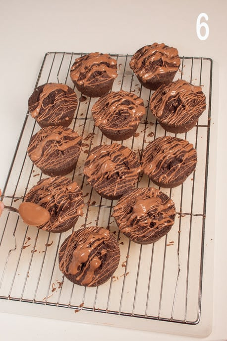 Muffin fondenti con cioccolato al latte e cuore cremoso