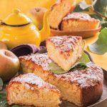 Torta di mele ricoperta di mandorle a scaglie