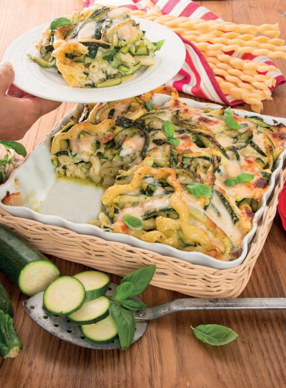 Pasticcio di pasta con zucchine, pesto e besciamella
