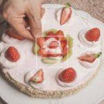 Ricetta della Torta farcita con crema e fragole