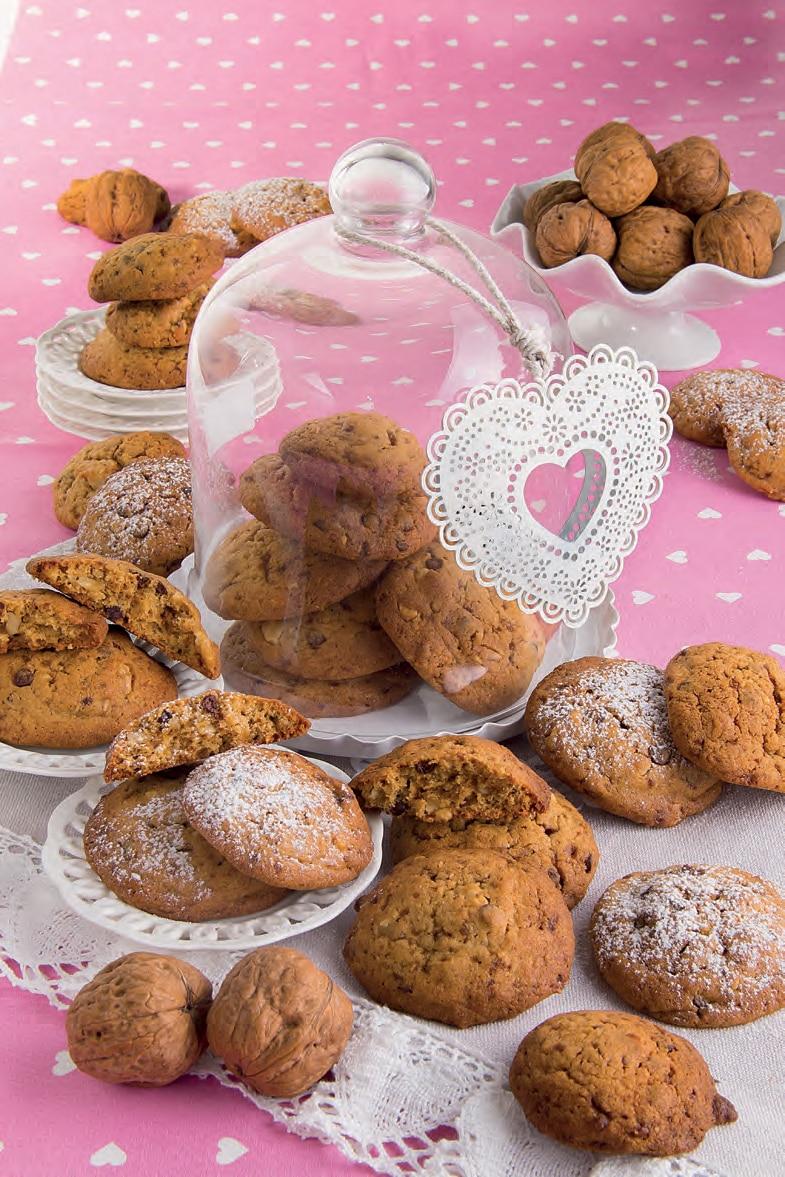 Biscotti secchi con noci e gocce di cioccolato