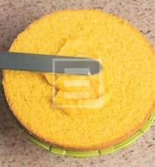 Torta alle mandorle con crema e frutta: la ricetta illustrata