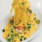 Fettuccine all'uovo con gamberi e zucchine