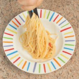 Spaghetti con la bottarga, pomodorini e menta
