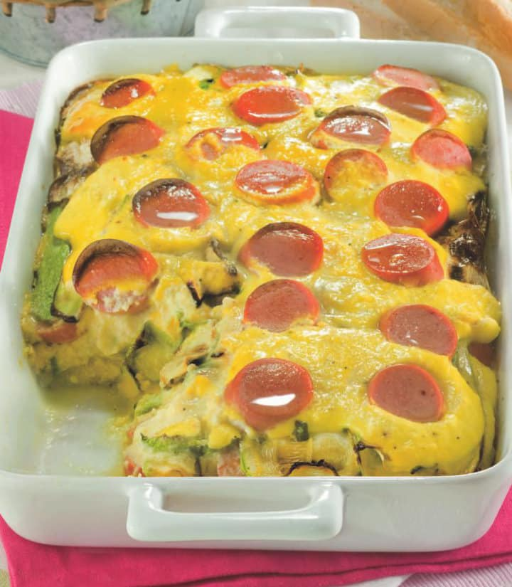 Pasticcio di uova, wurstel e zucchine