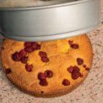 Torta di polenta e lamponi: per una colazione soffice