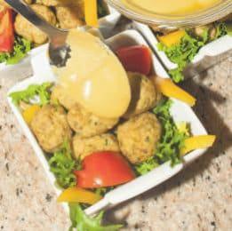 Polpette di manzo con salsa alla senape e insalata di peperoni