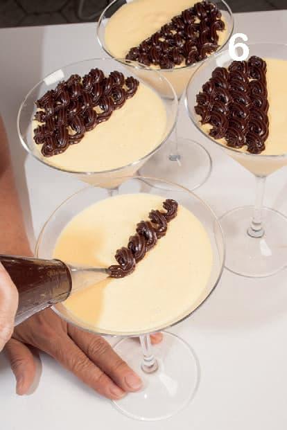 Parfait alla vaniglia con salsa al cioccolato e rum