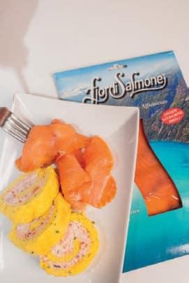 Rotolo con mousse di salmone ed erba cipollina