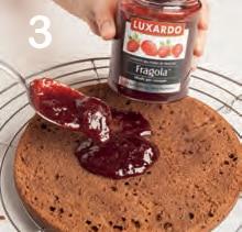 Torta Sacher al Maraschino con confettura di fragole