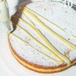 Torta soffice con crema al limoncello e glassa di limone