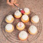 Cupcake all'olio con frosting allo yogurt... ed è subito festa!
