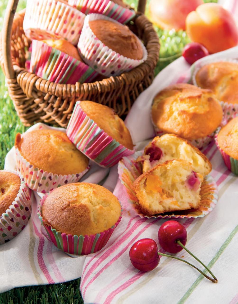 Muffin allo yogurt con albicocche, ciliegie e pesche
