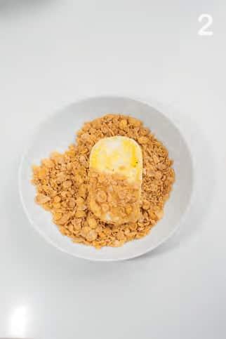 Cotolette di formaggio con panatura di corn flakes extra croccante