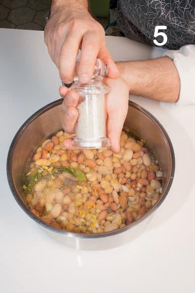 Passatelli integrali con zuppa di fagioli e ceci