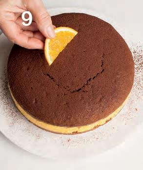 Torta al cacao farcita con crema allo zabaione