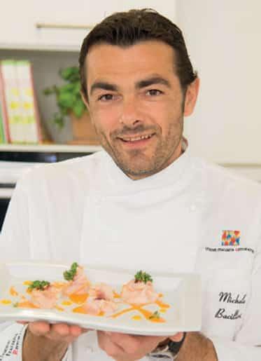 Fagottini di pesce spada con asparagi e gaspacho: ricetta di chef Bacilieri