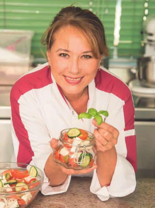 Pasta al tonno, arrosto di maiale, insalata greca: il menù del pic nic