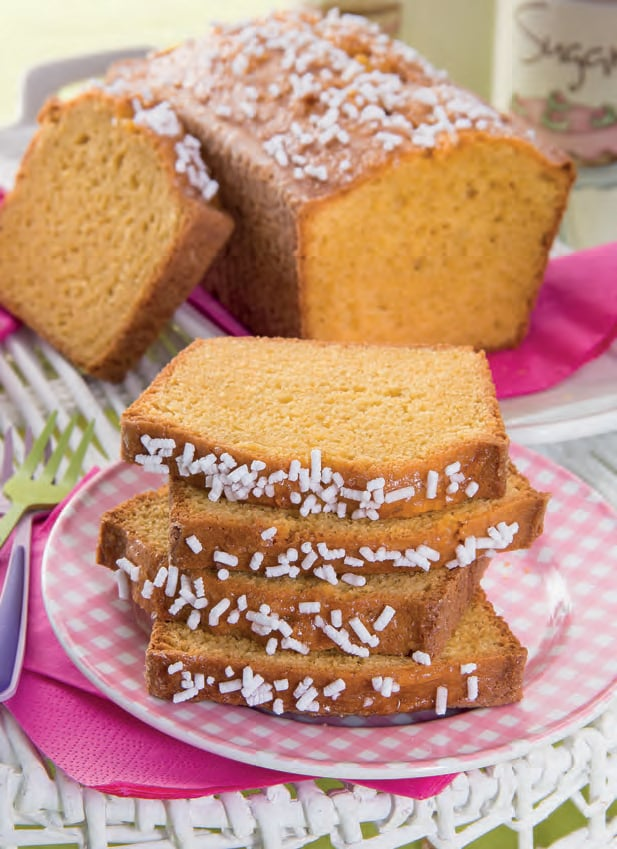 Plum cake all'olio e ricotta di pecora con granella di zucchero