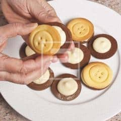 biscotti bottoni ricetta frolla