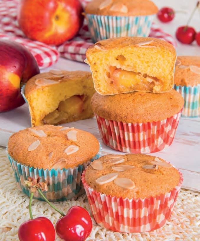 Muffin con pesche a pezzetti e mandorle