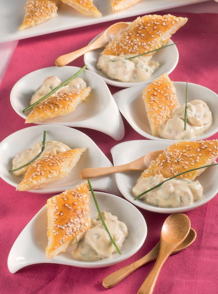 Sfoglie al sesamo con salsa di gamberetti e acciughe