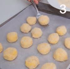 Polpettine di ricotta e pane cotte in forno