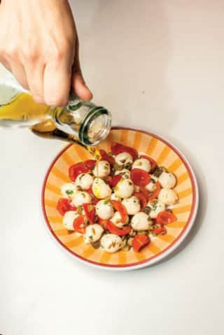 Insalata con ciliegine di mozzarella e pomodorini