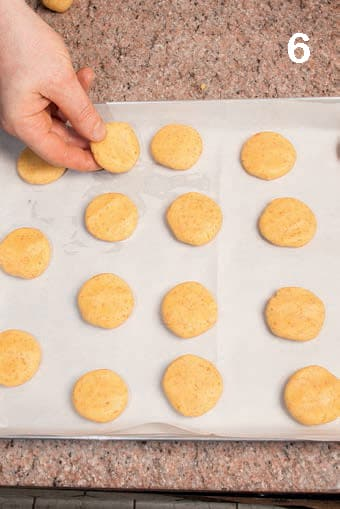 Biscotti secchi alle carote e farina di mandorle