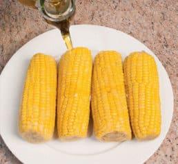 Pannocchie alla griglia con burro salato