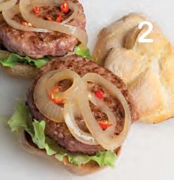 Hamburger di salsiccia con cipolla marinata e lattuga