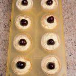 Muffin morbidi al mascarpone con ciliegie intere