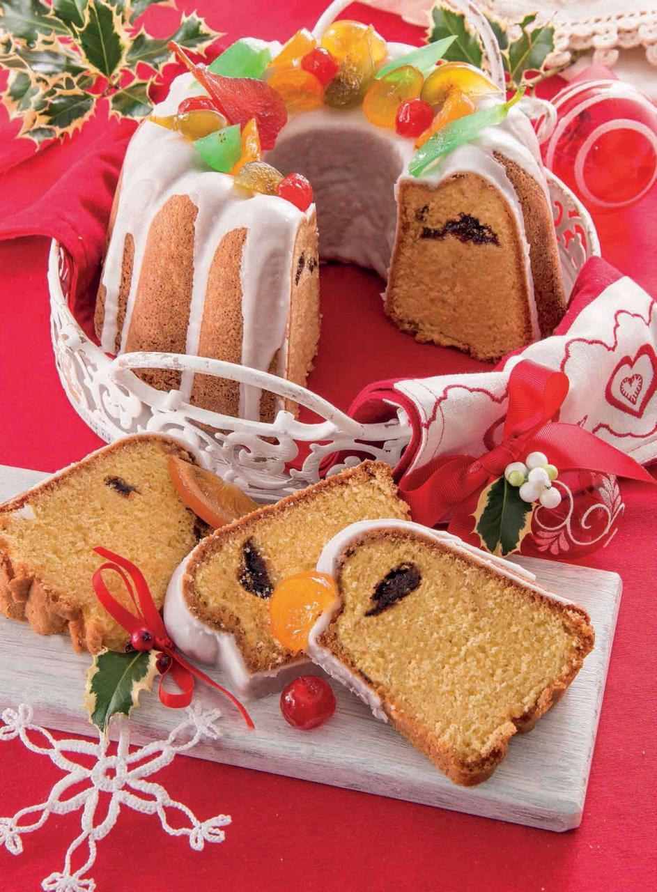 Ciambella con mandorle, confettura di frutti rossi e canditi