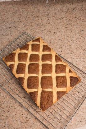 Crostata con farcia soffice alle mandorle e cioccolato