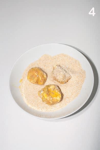 Polpette ghiotte con carciofi, salsiccia e scamorza