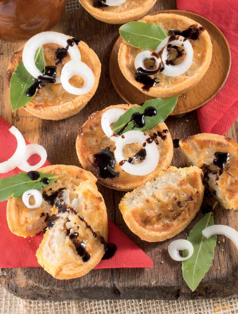 Tartellette con cipolle e aceto balsamico