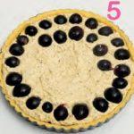 Crostata con frangipane alle nocciole e uva