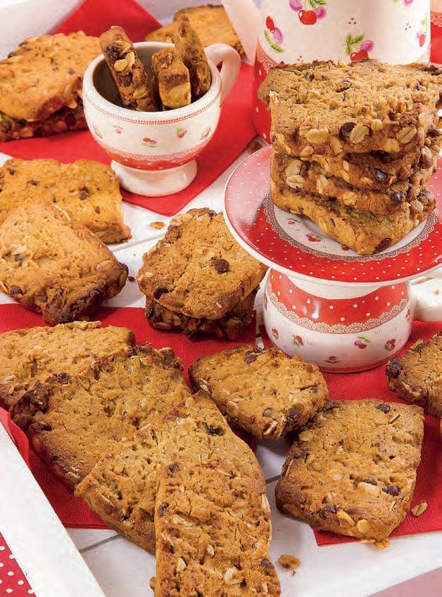 Cookies con nocciole, mandorle e gocce di cioccolato