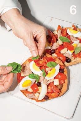 Friselle con uova sode, tonno e olive nere