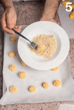 Biscotti di mais all'arancia e granella di mandorle