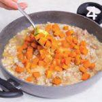 Risotto alla zucca, salsiccia e curcuma: una forchettata di autunno!