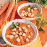 Crema di carote e pomodori con crostini di pane