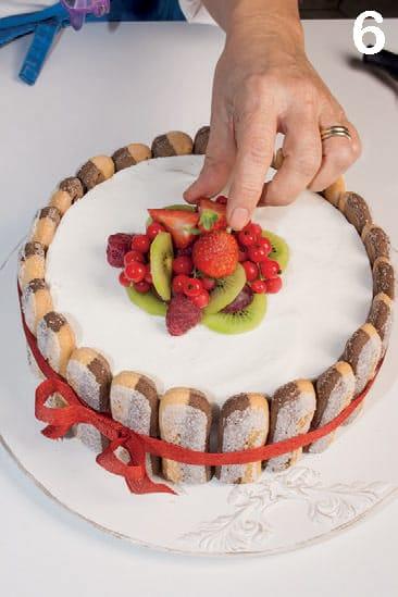 Charlotte al cocco, lime e vaniglia con savoiardi bicolor