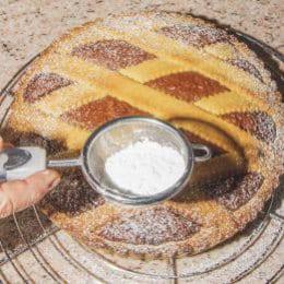 Crostata con crema al cioccolato e nocciole