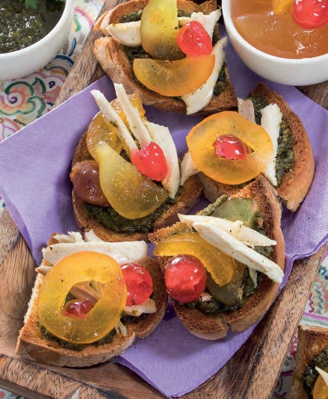 Bruschette con mostarda di frutta, bollito e salsa verde