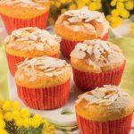 Muffin con albicocche sciroppate e mandorle