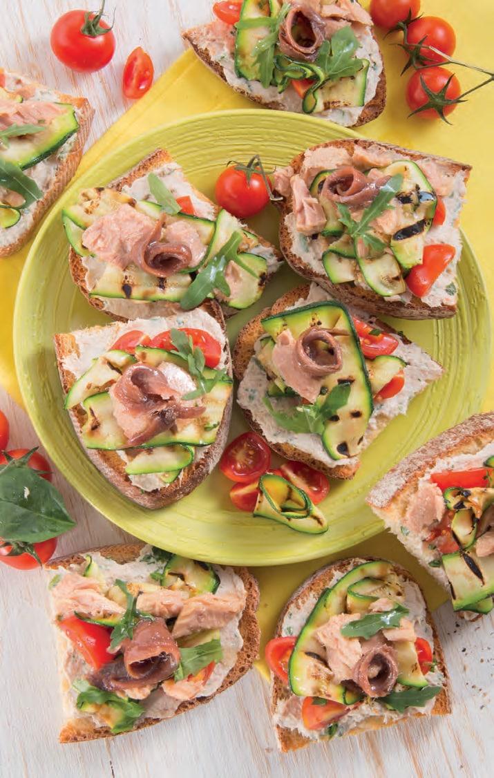 Bruschette con tonno, acciughe e zucchine